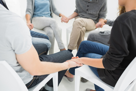 Group therapy in session sitting in a circleの素材 [FYI00000018]