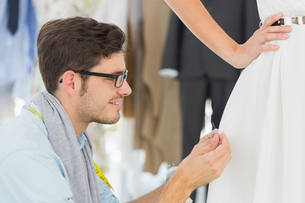 Male fashion designer adjusting dress on modelの素材 [FYI00000099]