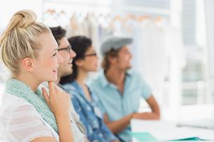Fashion designers discussing designsの素材 [FYI00000107]