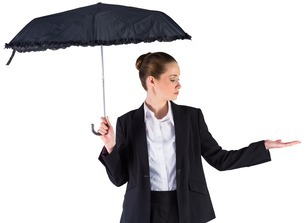 Businesswoman holding a black umbrellaの素材 [FYI00002019]