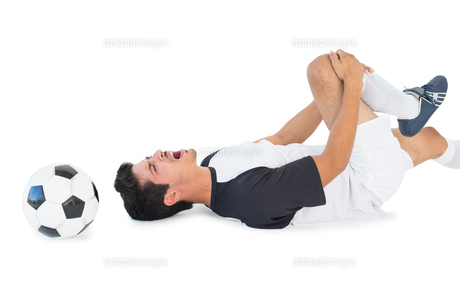 Soccer player lying down and shouting in painの素材 [FYI00003308]