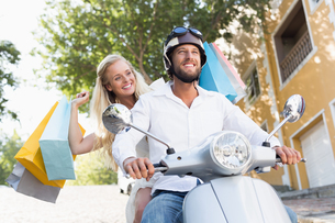 Attractive couple riding a scooterの素材 [FYI00003403]