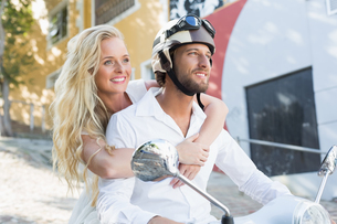 Attractive couple riding a scooterの素材 [FYI00003404]