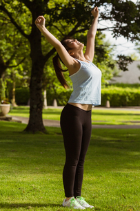 Side view of healthy woman stretching hands in parkの素材 [FYI00003560]