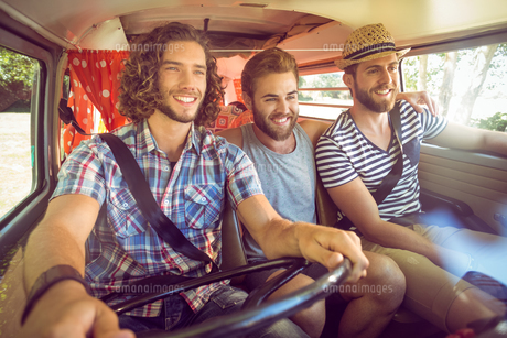 Hipster friends on road tripの素材 [FYI00005583]