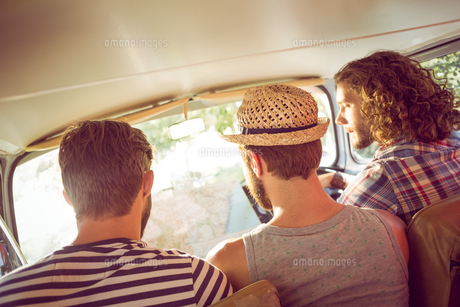 Hipster friends on road tripの素材 [FYI00005588]
