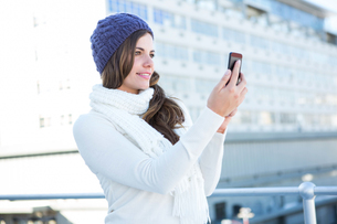 Cold brunette in warm clothes taking photosの素材 [FYI00006377]