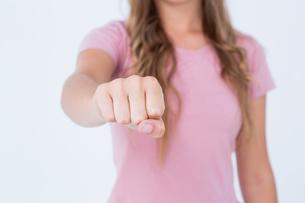 Woman presenting her fistの素材 [FYI00006464]