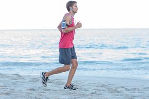 Handsome fit man runningの素材 [FYI00006810]