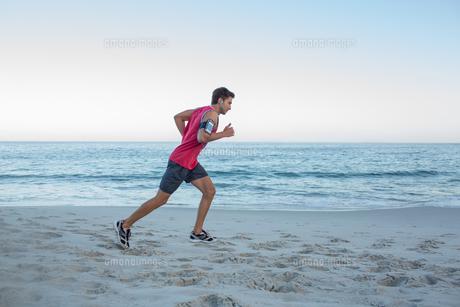 Handsome fit man runningの素材 [FYI00006813]
