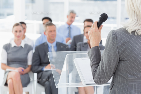 Businesswoman doing speech during meetingの素材 [FYI00007544]