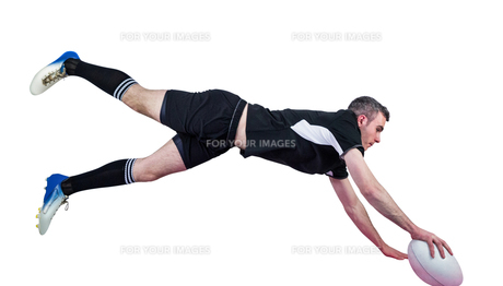 A rugby player scoring a tryの素材 [FYI00008679]