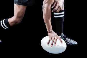 Low section of sportsman holding rugby ballの素材 [FYI00009712]
