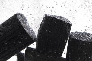 炭を使った水質浄化の素材 [FYI00025480]