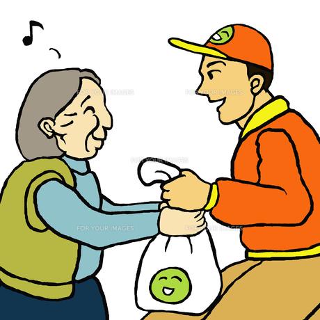 挨拶しながら配達する業者と自宅で商品を受取る高齢女性の素材 [FYI00112849]