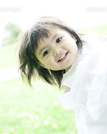 笑顔の可愛いハーフの少女の素材 [FYI00143178]