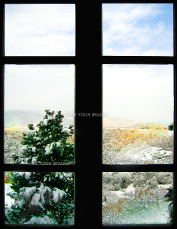 トスカーナの冬窓の素材 [FYI00169415]