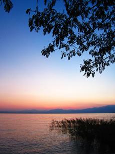 ガルダ湖の夕暮れの素材 [FYI00169497]