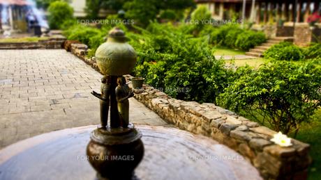 仏歯寺にある噴水の素材 [FYI00213032]