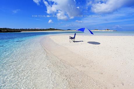 沖縄の美しいビーチと夏空の素材 [FYI00232031]
