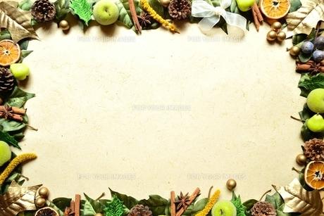 木の実 クリスマスイメージのフレームの素材 [FYI00329337]