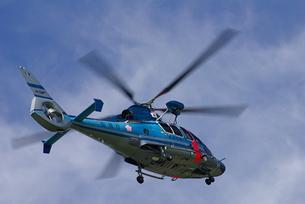 青いヘリコプターと青空の素材 [FYI00333634]