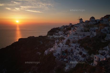サントリーニ島、イアの夕日の素材 [FYI00382278]