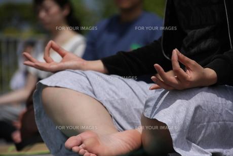 Yoga Under SKYの素材 [FYI00433153]