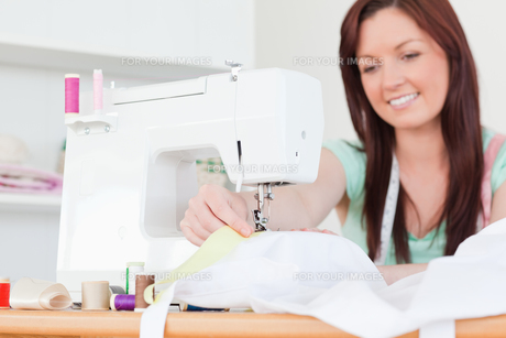 Attractive redhaired female sewingの素材 [FYI00484371]