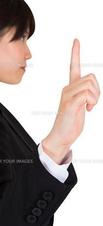 Focused businesswoman pointingの素材 [FYI00486026]