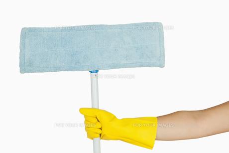 Hand holding mopの素材 [FYI00486719]