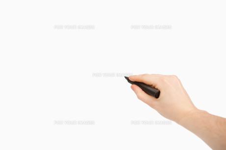 Black felt pen being heldの素材 [FYI00487182]