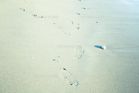 別れる足跡の写真素材 [FYI00737417]