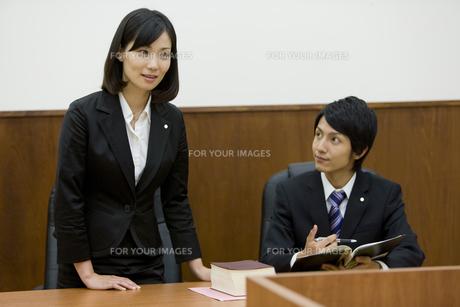裁判中の弁護士の素材 [FYI00913624]