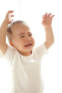 泣いている子供の素材 [FYI01031919]