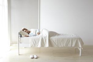 眠る女性の素材 [FYI01032409]