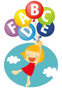 アルファベットの風船で空を飛ぶ女の子の素材 [FYI01050410]