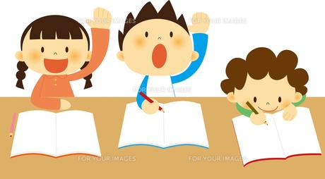 授業中の子どもたちの素材 [FYI01050486]