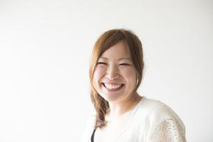 笑顔の女性の素材 [FYI01077296]