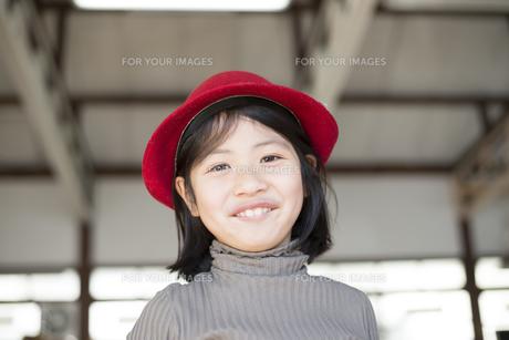 帽子を被っている女の子の素材 [FYI01078816]