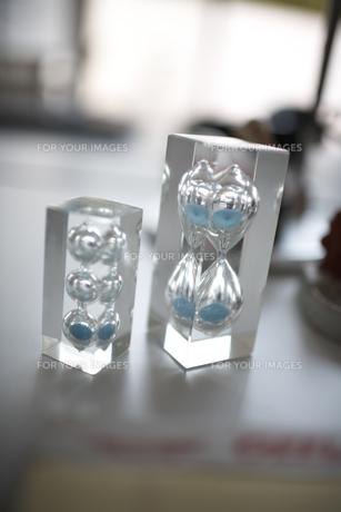 2つの青い砂の砂時計の素材 [FYI01114956]