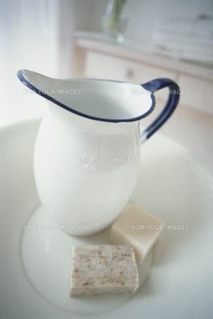 石鹸と洗面器と水差しの素材 [FYI01116714]