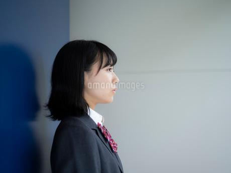 横顔の女子高校生の写真素材 [FYI01220708]